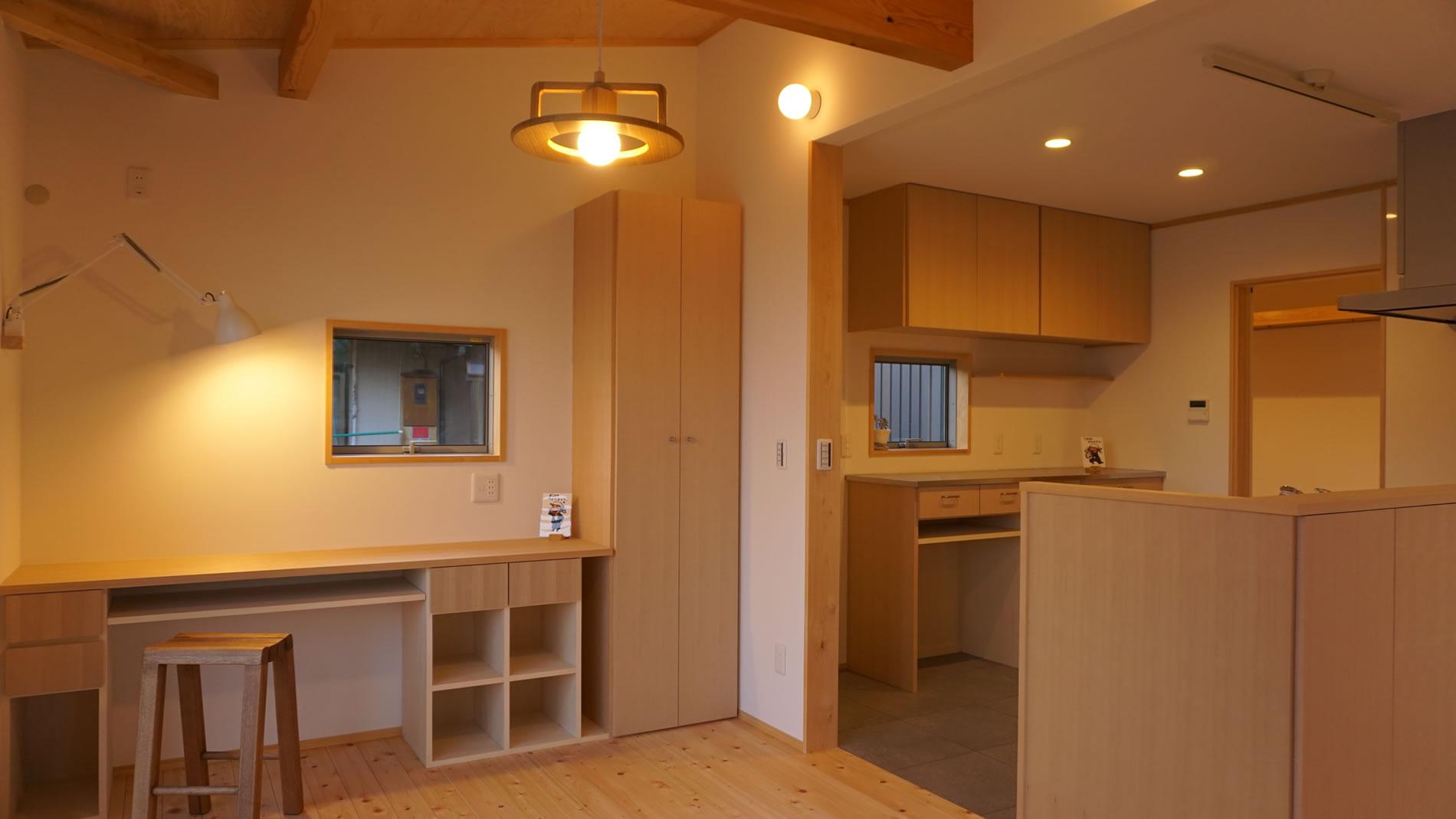 家具もコーディネイトされた木の住まい