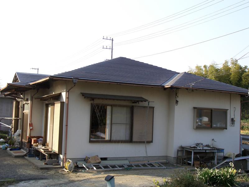 軽い板金屋根に葺き替え