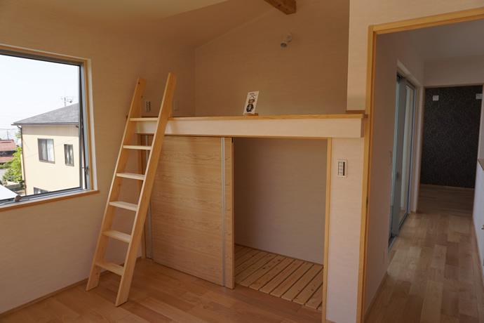 ロフトベッドのある子供部屋