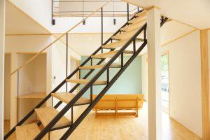 アイアンの階段がある住まい