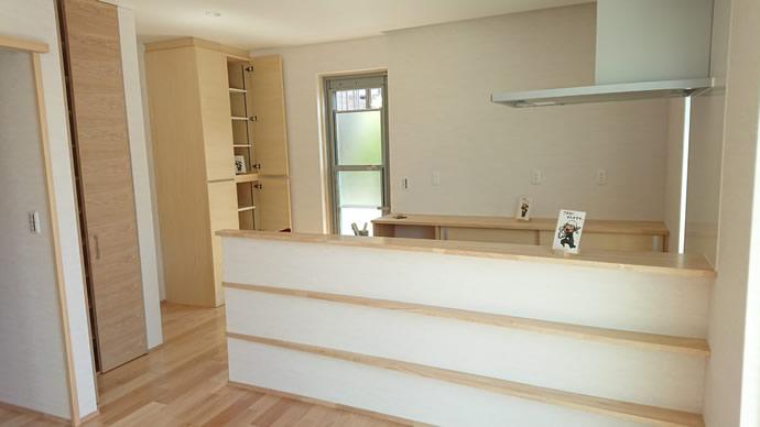 オープンな対面キッチン